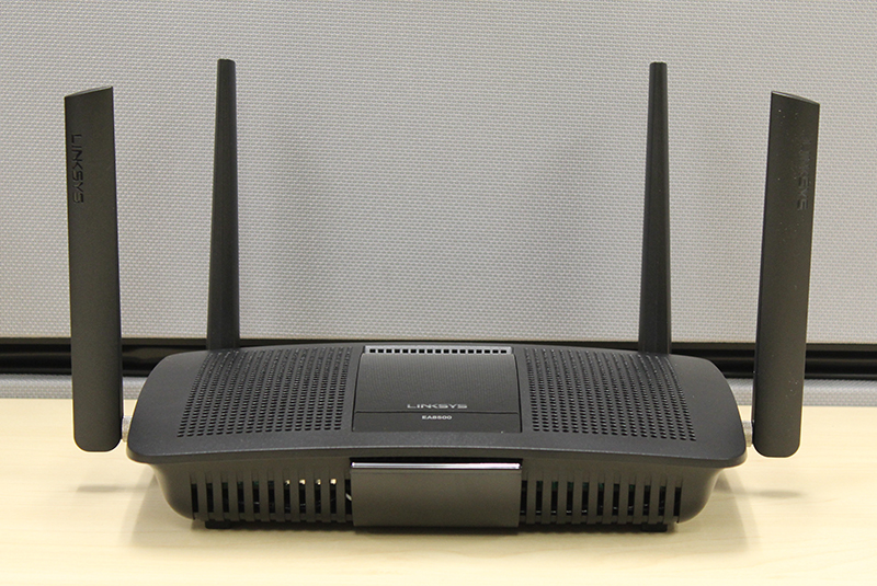 The new Linksys EA8500 router might look really similar to the old E8350 router, but its innards are completely new.